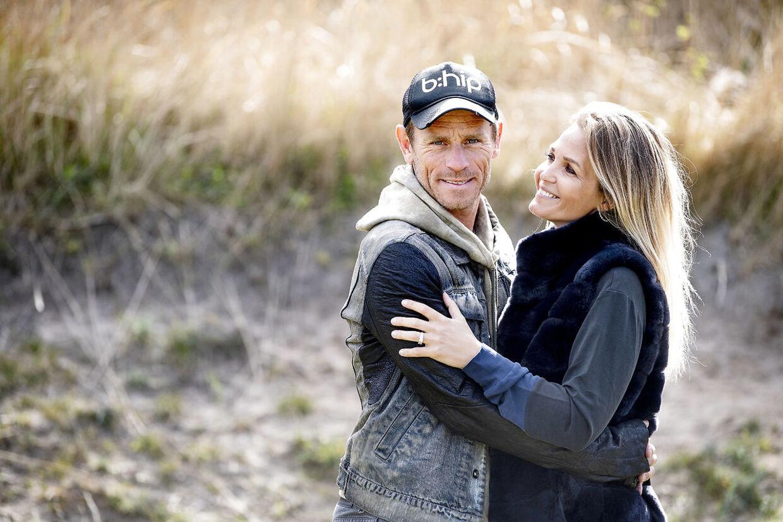 Allan er gift med Tina Lund, som er professionel springrytter.