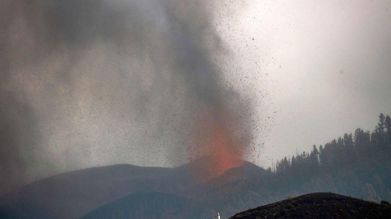 Vulkanen Cumbre Vieja gik søndag i udbrud. Flere tusinde er evakueret.