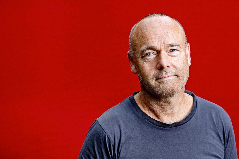 Peter Øvig Knudsen, journalist og forfatter, er aktuel med ny bog der handler om elektrochok, og begynder med hans egen oplevelse af at blive helbredt gennem elektriske stød i hjernen.