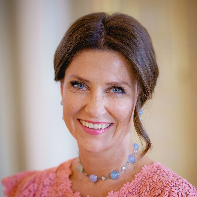 I anledningen af Märtha Louises fødselsdag, har det norske kongehus offentliggjort nye billeder af hende.