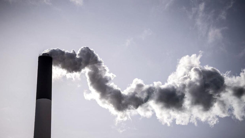 En række førende danske og internationale forskere skal samles i det nye forskningscenter i Aarhus. Målet er at fjerne CO2 fra atmosfæren og omdanne det til råmaterialer.