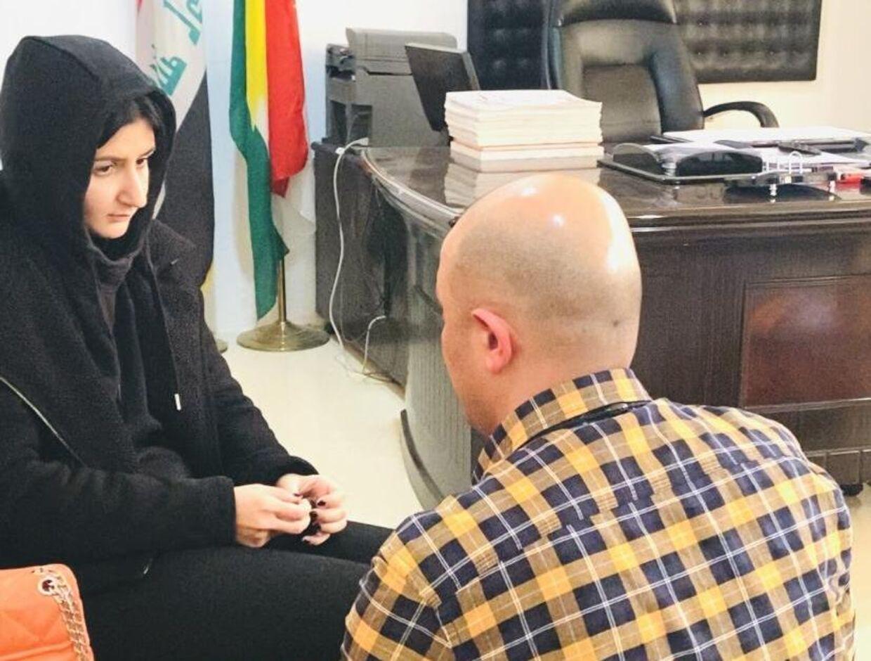 Nader Ashkani fra Ny Identitet var med sidste år, da Sarah blev reddet ud af familiens hus i irakisk Kurdistan. Efterfølgende endte hun i en politisk limbo på et krisecenter et hemmeligt sted i landet.