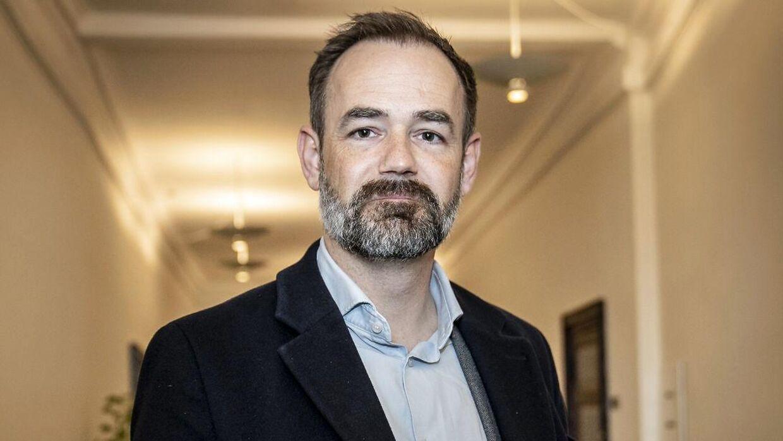 Borgmester Jacob Bundsgaard har sat det som et krav for at forhandle med om budgettet for Aarhus Kommune, at byrådets partier underskriver en aftale om at støtte forliget.