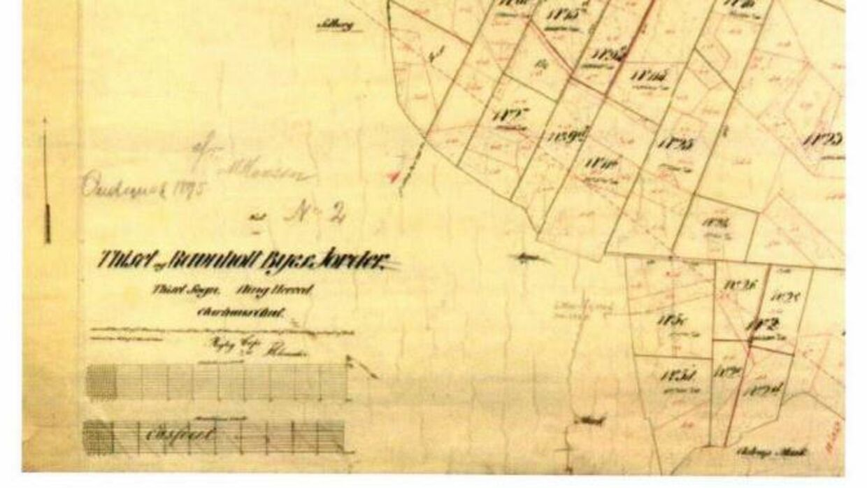 Et af de gamle kortoptegnelser over området, som naboerne har fået gravet frem fra gemmerne.