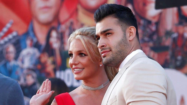 Britney Spears med sin forlovede, Sam Asghari.