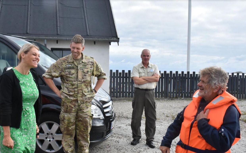 Trine Bramsen var 3. august på Samsø. Her besøgte hun øens socialdemokratiske borgmester, støttede sin socialdemokratiske kærestes valgkampagne og besøgte sidst på dagen det lokale Hjemmeværn. Hun blev fragtet rundt i Forsvarsministeriets minibus med chauffør.