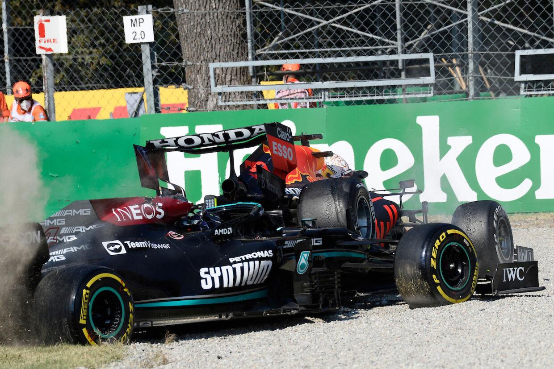 Sådan endte Max Verstappen og Lewis Hamilton i Italiens Grand Prix for 14 dage siden. I denne weekend starter hollænderen på grund af et motorskift fra sidste række i Rusland.