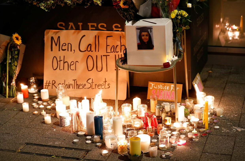 Fredag aften tændte hundredevis af londoner lys og lagde blomster for at mindes Sabina Nessa.