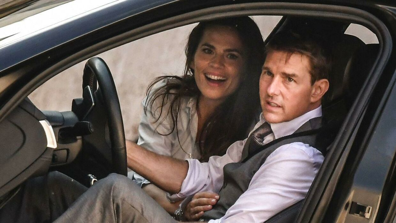Her ses Tom Cruise og Hayley Atwell under optagelserne til 'Mission Impossible'.