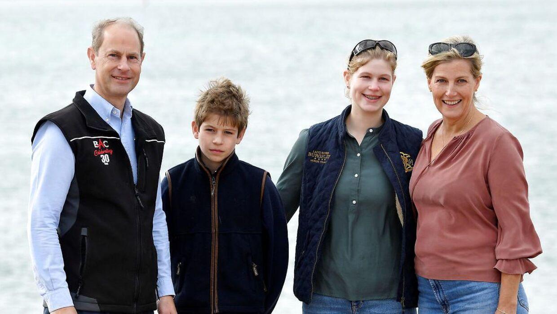 Lady Louise og hendes bror, James, ses her sammen med deres forældre.