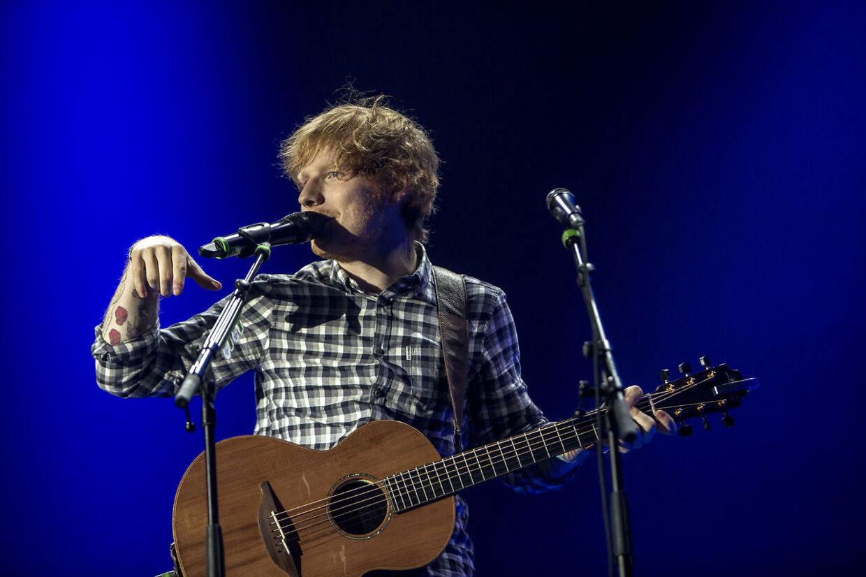 Ed Sheeran har tidligere blandt andet spillet i Tusindårsskoven i Odense og i Forum i København. her ses han i Forum.