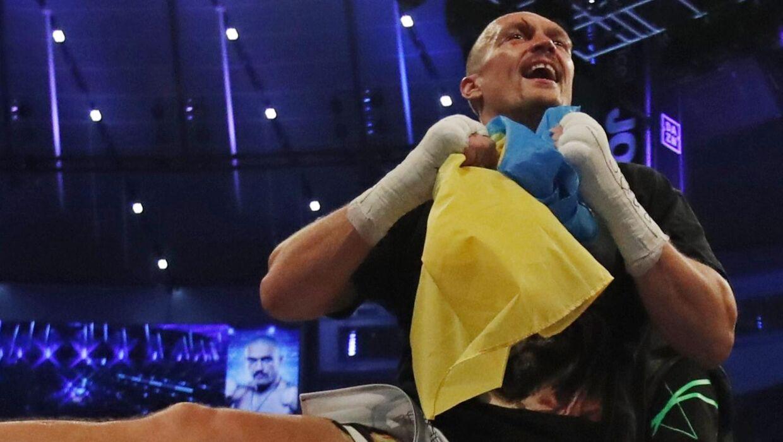 Oleksandr Usyk var i hopla efter sejren over Anthony Joshua i London.