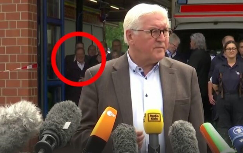 Den tyske forbundspræsident ses i baggrunden af pressemødet.