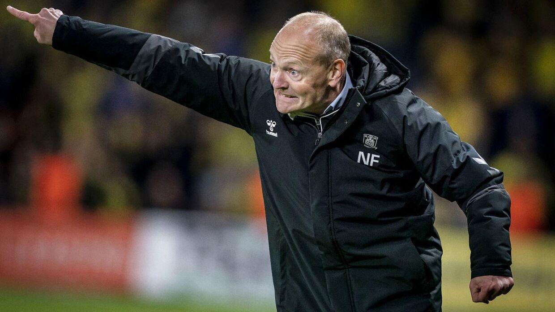 Panderynker hos Brøndbytræner Niels Frederiksen under søndagens kamp mod formstærke AaB. De blev dog færre i løbet af kampen, da han kunne se sit hold vende 0-1 til 2-1 på Brøndby Stadion.