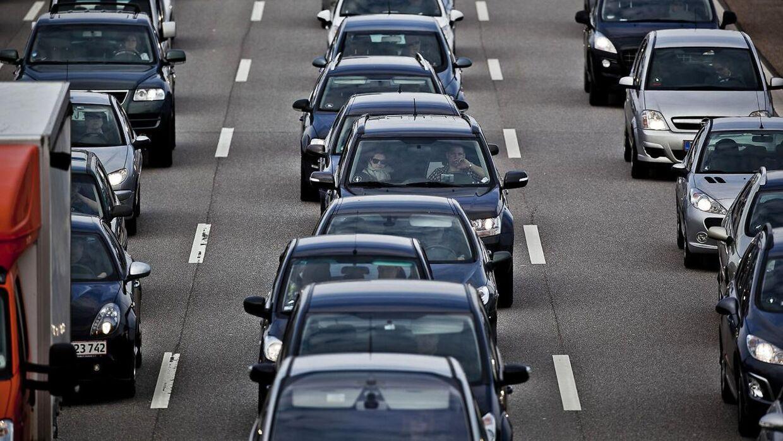 Et trafikuheld på Motorvejen giver lige nu kø. Arkivfoto.