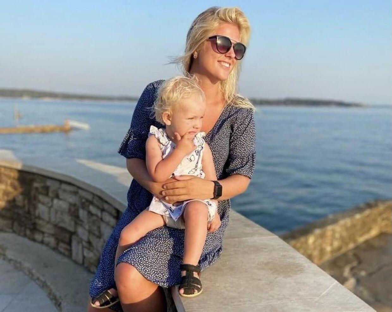 Først troede Signe Madsen, at det var hendes datter, som fik bordet til at ryste.