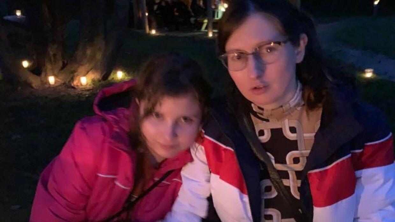 Lotte Vinkel har oprettet et borgerforslag, der skal gøre det muligt for pårørende at beholde efterladtes aske. Her er Lotte Vinkel sammen med sin datter.