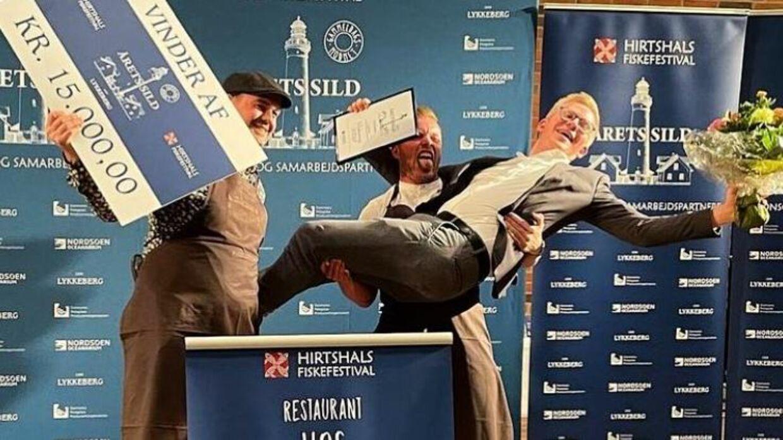 Restaurant Hos vandt præmien på 15.000 kroner og ikke mindst æren i at lave Danmarks bedste sildemad.