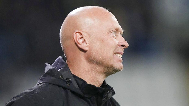 Vejle-cheftræner Peter Sørensen har et bjerg at bestige, hvis han skal sikre klubben overlevelse i Superligaen.