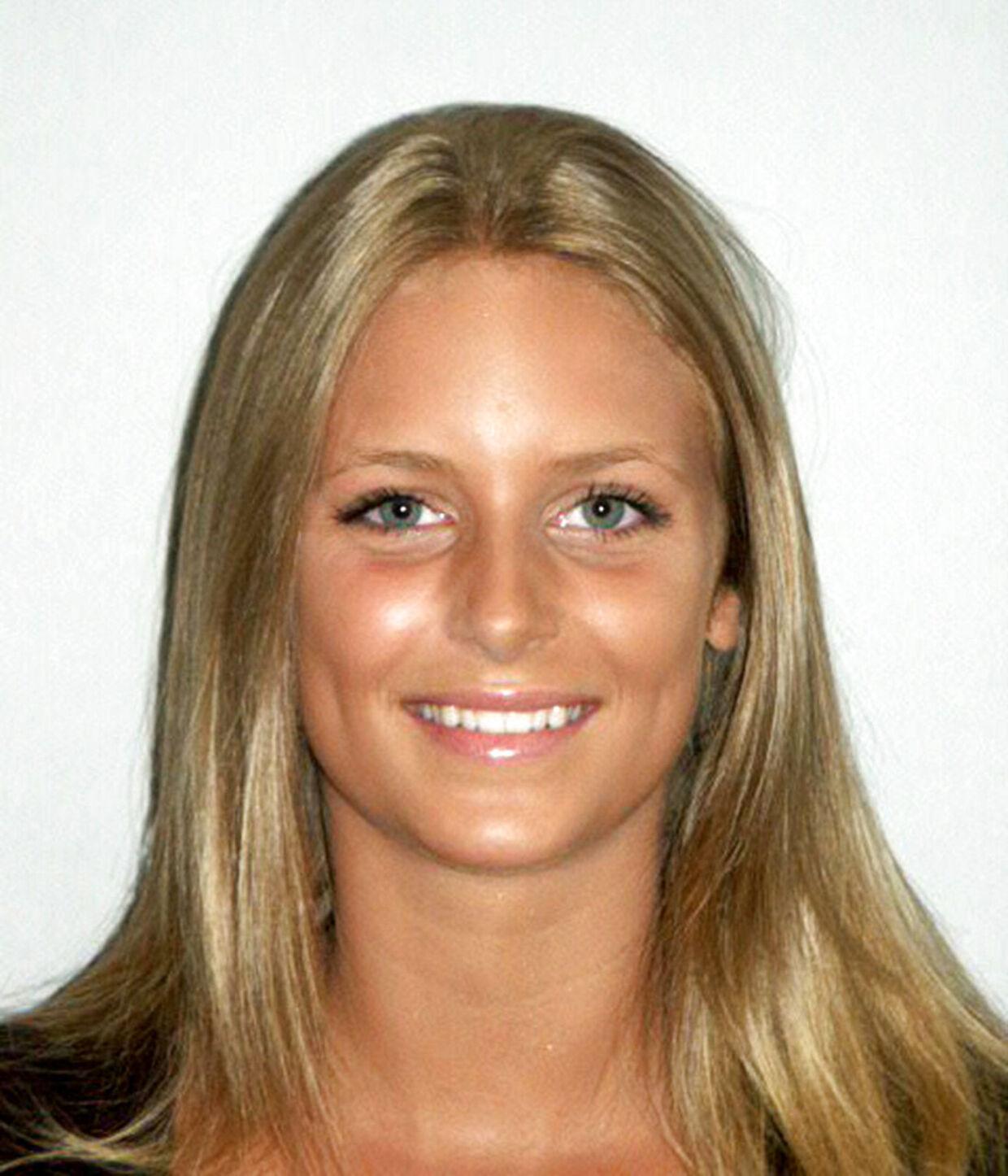 Familiefoto af den dræbte Cecilie Kajus Næblerød, Hasseris Gymnasium. BILLEDET ER DOWNLOADED FRA HASSERIS GYMNASIUMS HJEMMESIDE OG MÅ IKKE ARKIVERES. (Foto: NF/Scanpix 2006)