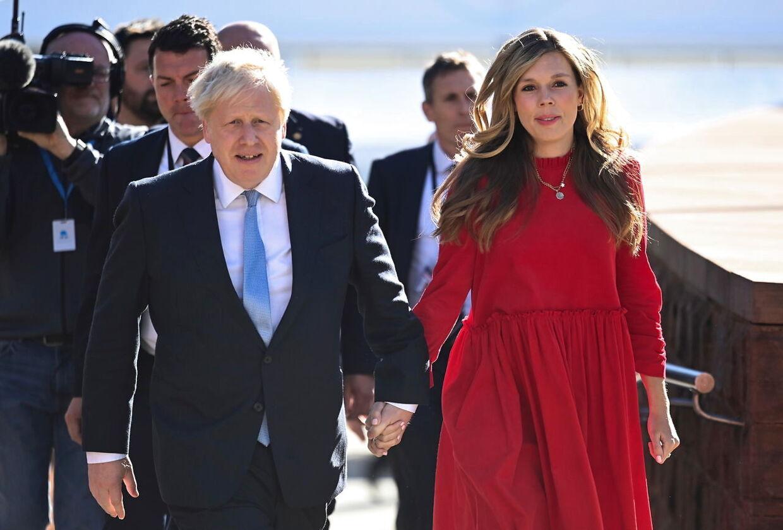 Boris Johnson er på ferie med sin kone i Marbella i Spanien. Ikke alle er lige begejstrede for det.