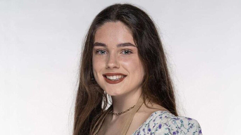 Veganske Freya Cox er med sine 19 år den yngste deltager i den aktuelle sæson af 'The Great British Bake Off'. Til daglig studerer hun psykologi. Derudover har hun en Instagram-profil med omkring 20.000 følgere, der handler om vegansk bagning.