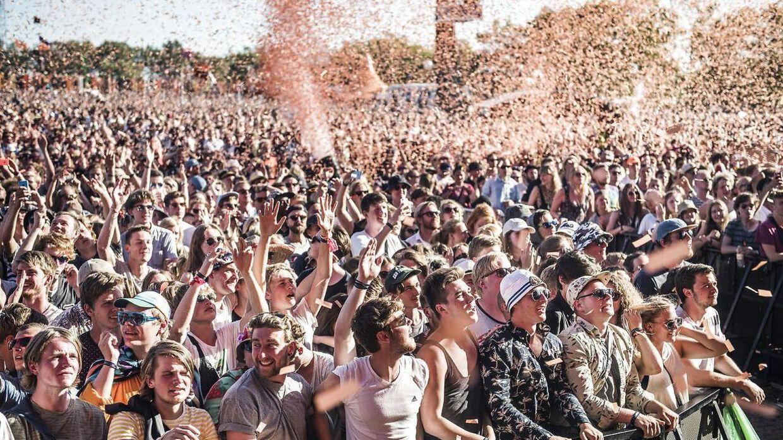 Onsdag den 1. juli 2015 åbnede Minds of 99 Orange Scene på Roskilde Festival. Her ses publikum.