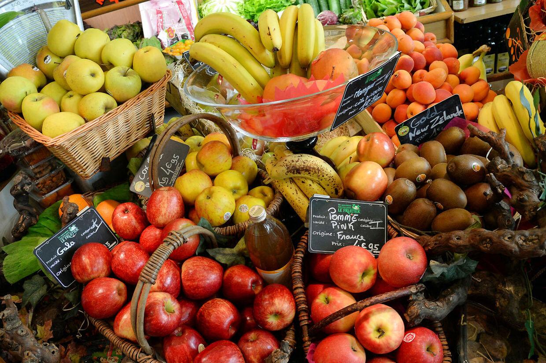 Et billede taget den 13. juni 2014 af en frugt og grønthandler i Paris.
