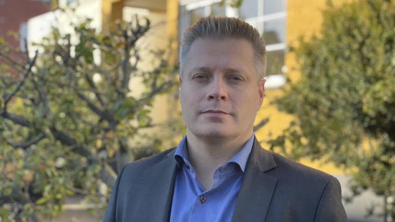 Rene Vinding Christensen er tidligere elev på Gravenshoved kostskole. Han er talsmand for gruppen af tidligere elever, der har indgivet en klage over kostskolen til Aalborg Kommune.