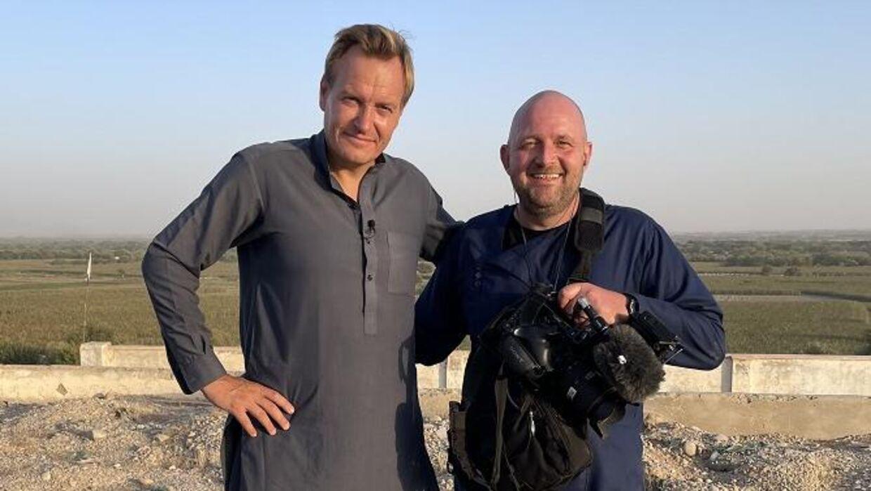 Rasmus Tantholdt og kameramanden Thøger Andersen iklædte sig afganske dragter for at vise respekt for Taliban.