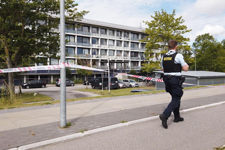 Politiet var dagen efter drabet massivt til stede i området omkring Lenesvej i det vestlige Aarhus, hvor episoden mellem de to grupperinger udspillede sig. Mikkel Berg Pedersen/Ritzau Scanpix/ Arkiv