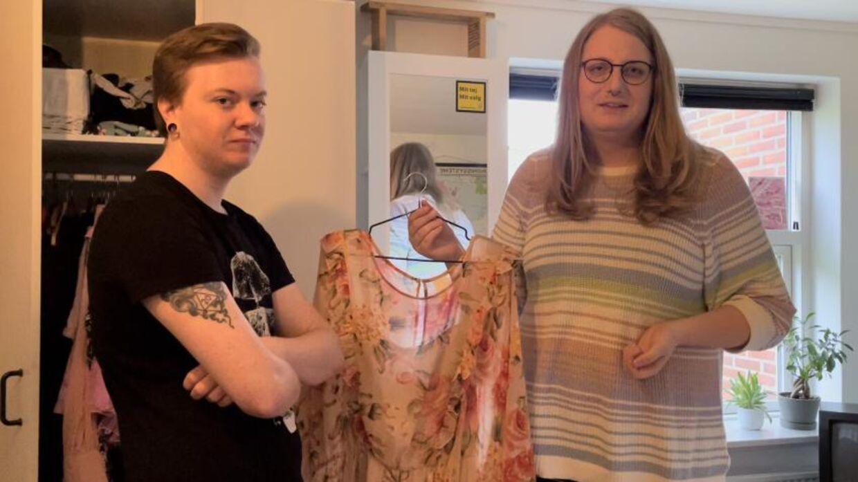Jamie stortudede, da Kaare købte den første kjole til hende.