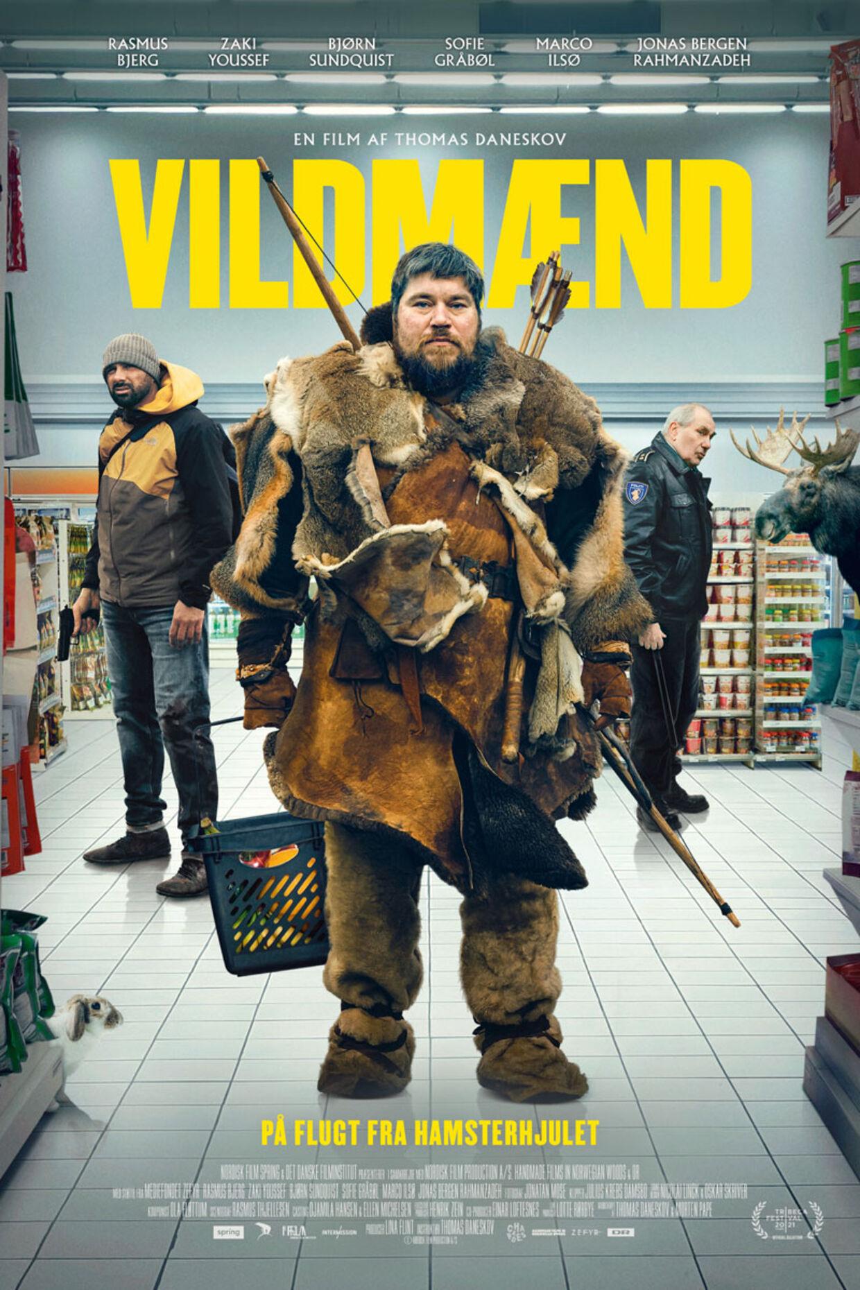 Her ses plakaten til filmen, hvor Rasmus Bjergs karakter står i et supermarked med sin bue og pil.