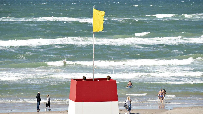 Normalt er Løkken Strand mest kendt for sine mange badegæster, men torsdag stjal en potentiel farlig genstand opmærksomheden.