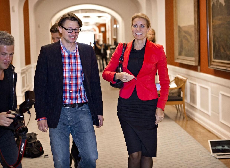 Folketingsvalg2011 Dagen derpå på Christiansborg Helle Thorning-Schmidt og t.v. Noa Redington