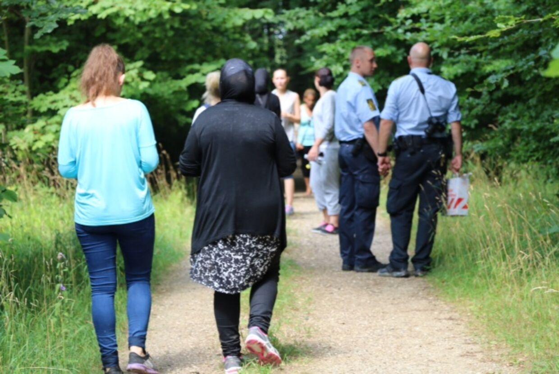 Både politiet og frivillige leder efter Hafida Bourouih. Den 39-årige mor til to har været forsvundet siden torsdag eftermiddag. (Foto: Mathias Øgendal, presse-fotos.dk)