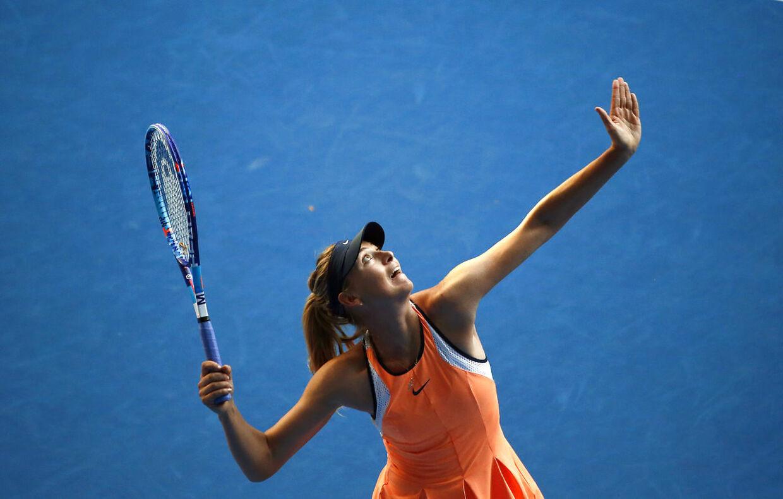Maria Sharapova i aktion i sin første kampe ved Australian Open.