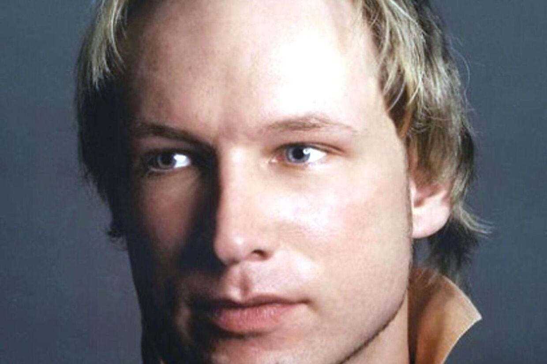 Nu har Anders Behring Breivikerkendt at stå bag både bomben og skudmassakren, bekræfter forsvareren, Geir Lippestad.