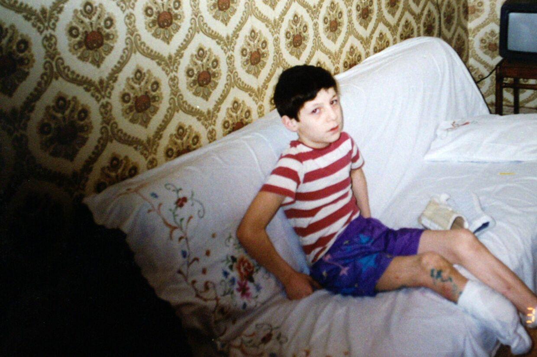 Som lille knægt var Lors Dukajev på besøg i Norge i forbindelse med en nødhjælpsorganisations arbejde. Billedet er inden han fik sin protese.
