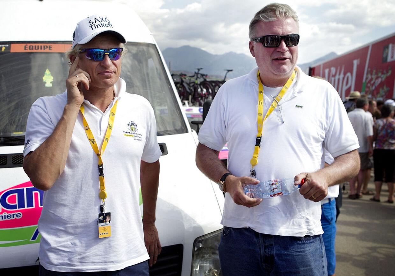Saxo Bank og Lars Seier (til højre) er klar til at skrive under på ny kontrakt med Riis, men Oleg Tinkov (til venstre) trækker forhandlingerne ud.