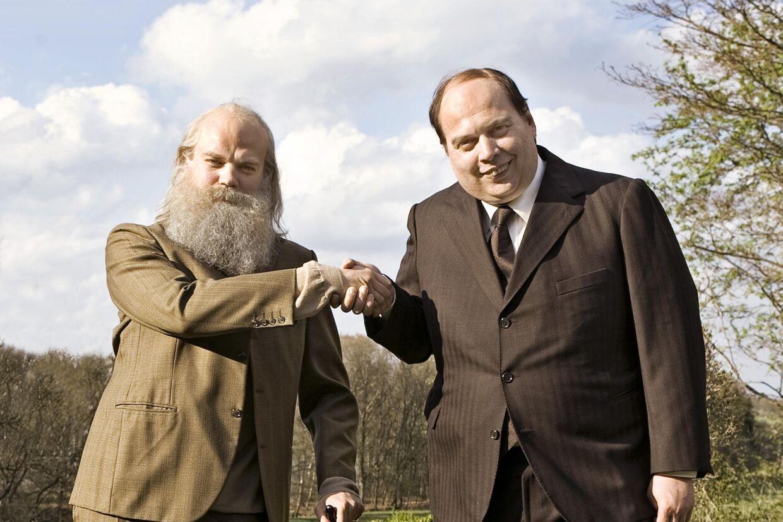 Pilou Asbæk spiller Simon Spies og Nicolas Bro er Mogens Glistrup i den nye film om et usædvanligt venskab.
