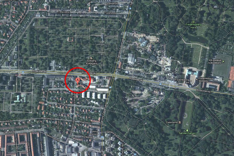 Det var på Pelargonievej på Frederiksberg, at skyderiet foregik. Efterfølgende skulle gerningsmanden være flygtet til Zoologisk Have.