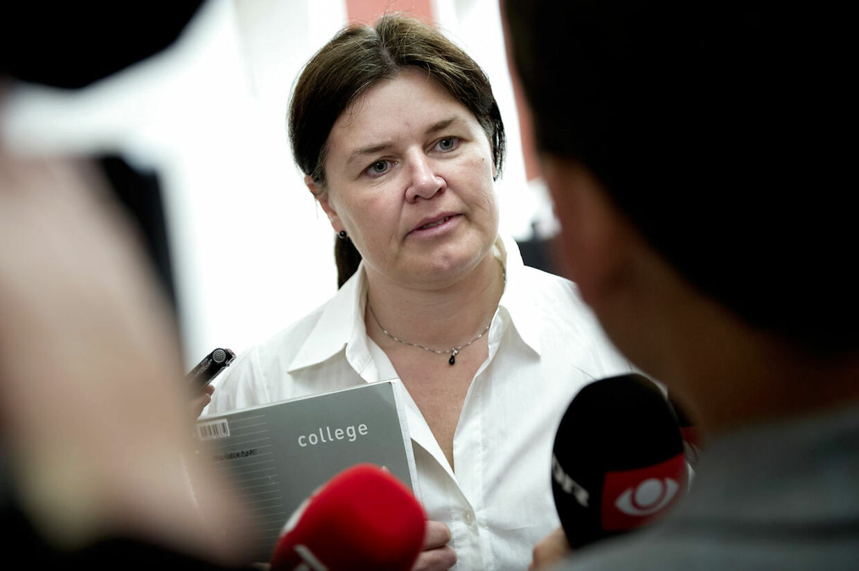 SF holder gruppemøde på Christiansborg onsdag den 27. juni 2012. Karina Lorentzen Dehnhardt ankommer til mødet. (Foto: Keld Navntoft/Scanpix 2012)