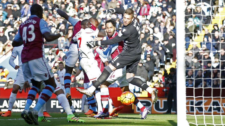 Aston Villa bliver kritiseret af selveste Jamie Carragher.