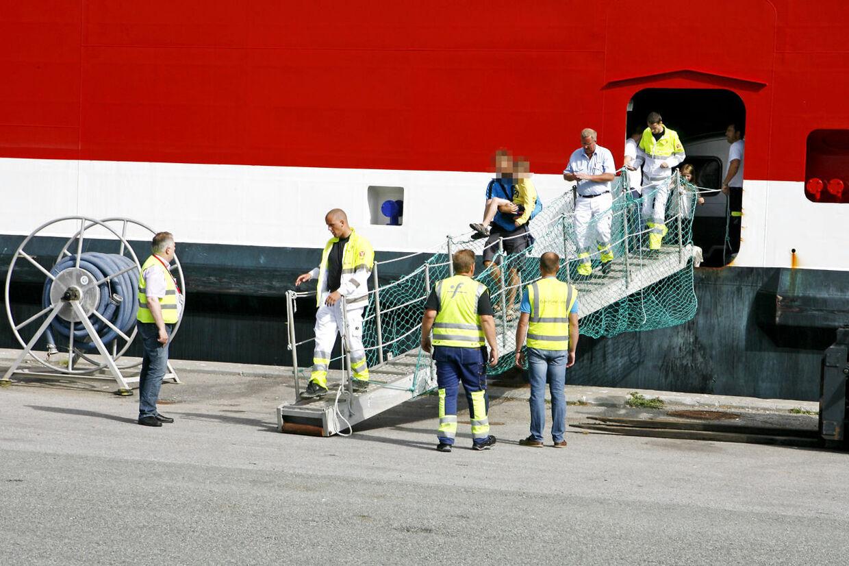 En otte-årig dreng blev tirsdag stukket af et insekt på Fjord Line-færgen mellem Hirtshals og Langesund. Flere vidner fortæller, at der er tale om en skorpion, skriver tv2nord.dk. Færgen var på vej mod Norge, men måtte vende om til Hirtshals, hvor en ambulance ventede.