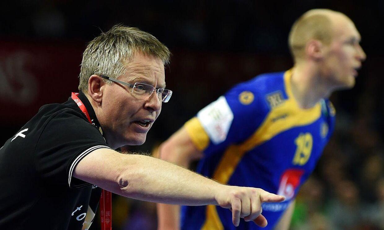 BT dumper Gudmundur Gudmundsson i kampen mod Sverige, hvor den danske landstræner holdt Mikkel Hansen på bænken i store dele af anden halvleg.