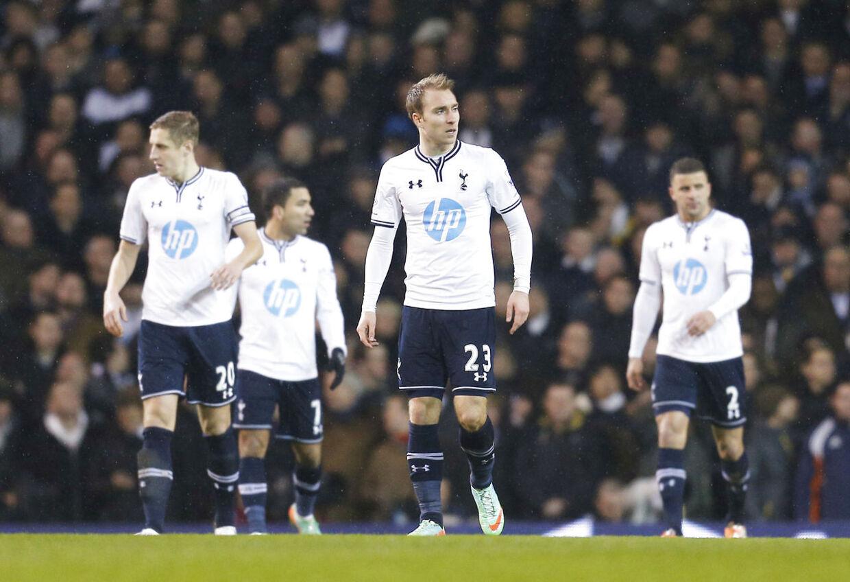 Tottenham er mildt sagt ikke tilfreds med, at landstræner Morten Olsen forsøger at få Christian Eriksen klar til testkampen mod England onsdag.