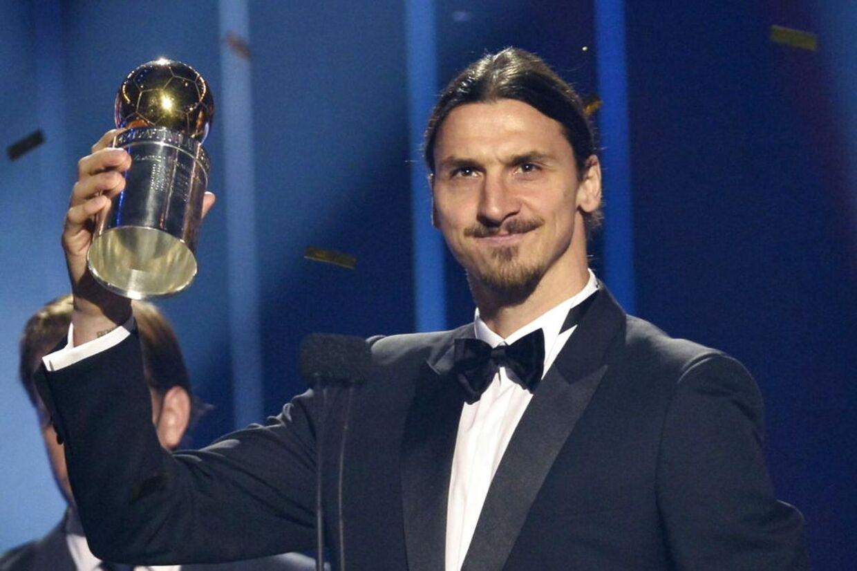 Zlatan Ibrahimovic modtager for tiende gang i træk guldbolden som Årets svenske spiller