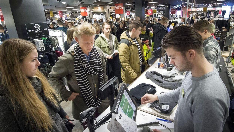 Arkiv. Inden længe kommer butikkerne landet over til at bugne af mennesker, når årets julegavehandel for alvor går i gang. Men hvad skal man give sine kære i julegave? BT giver dig svaret.