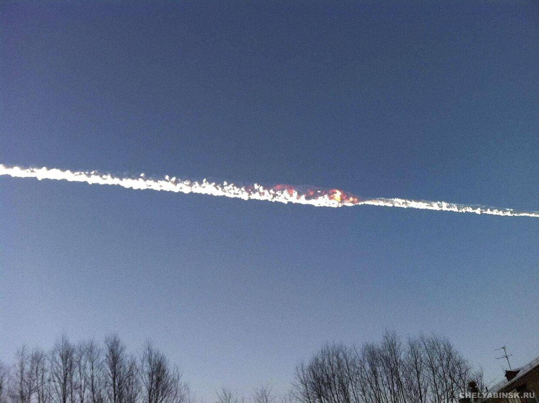 Meteoritten ses her fare hen over himlen